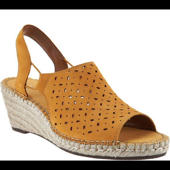 e8b87fd223cb8 Clarks Shoes | Leather Espadrille Wedges Petrina Gail | Poshmark